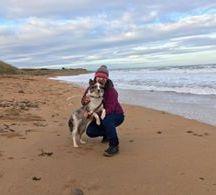 希瑟·帕珊尼——我在这里,这小女孩在沙滩上有个温暖的拥抱……爱她